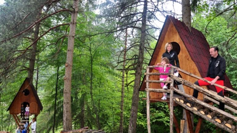 Ihr kleines Baumhaus in den Wäldern des Friaul- Julisch -Venetien