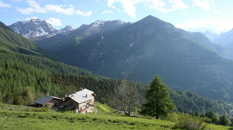 Ein Diffuso Hotel in einem Bergdorf