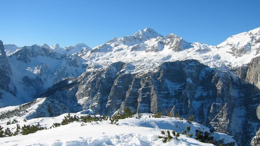 Anblick des schneebedeckten Triglav Berges, Foto von Žiga, via Wikimedia