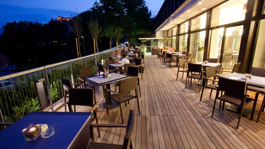 Tischchen und Restaurant von Hotel Astoria, Bled