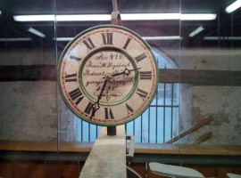Uhr innerhalb dem Glockenturm